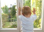 В Пензе годовалый ребенок выпал из окна